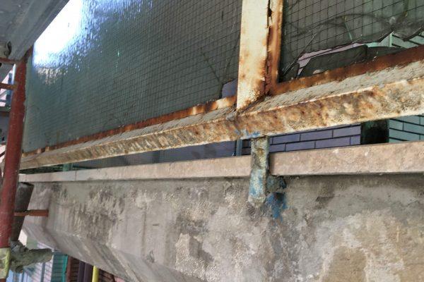 Demolizione vetri rotti